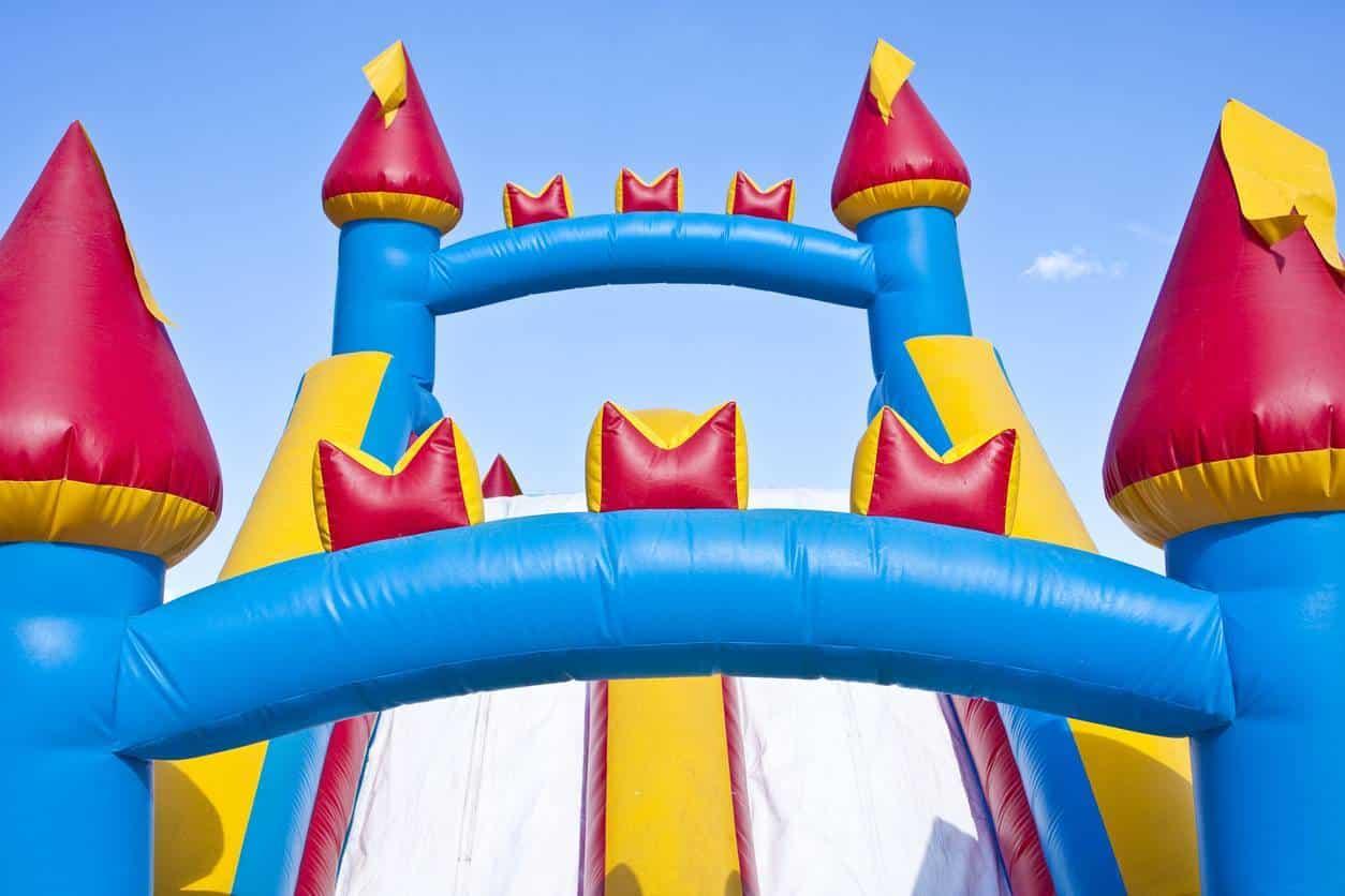 location de jeux gonflables pour anniversaire thème Moyen-Âge
