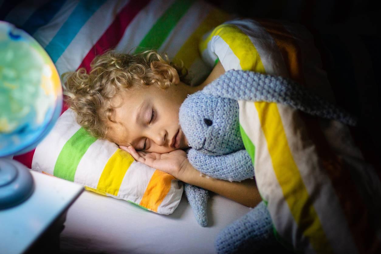 chambre enfant décoration veilleuse ciel étoilé