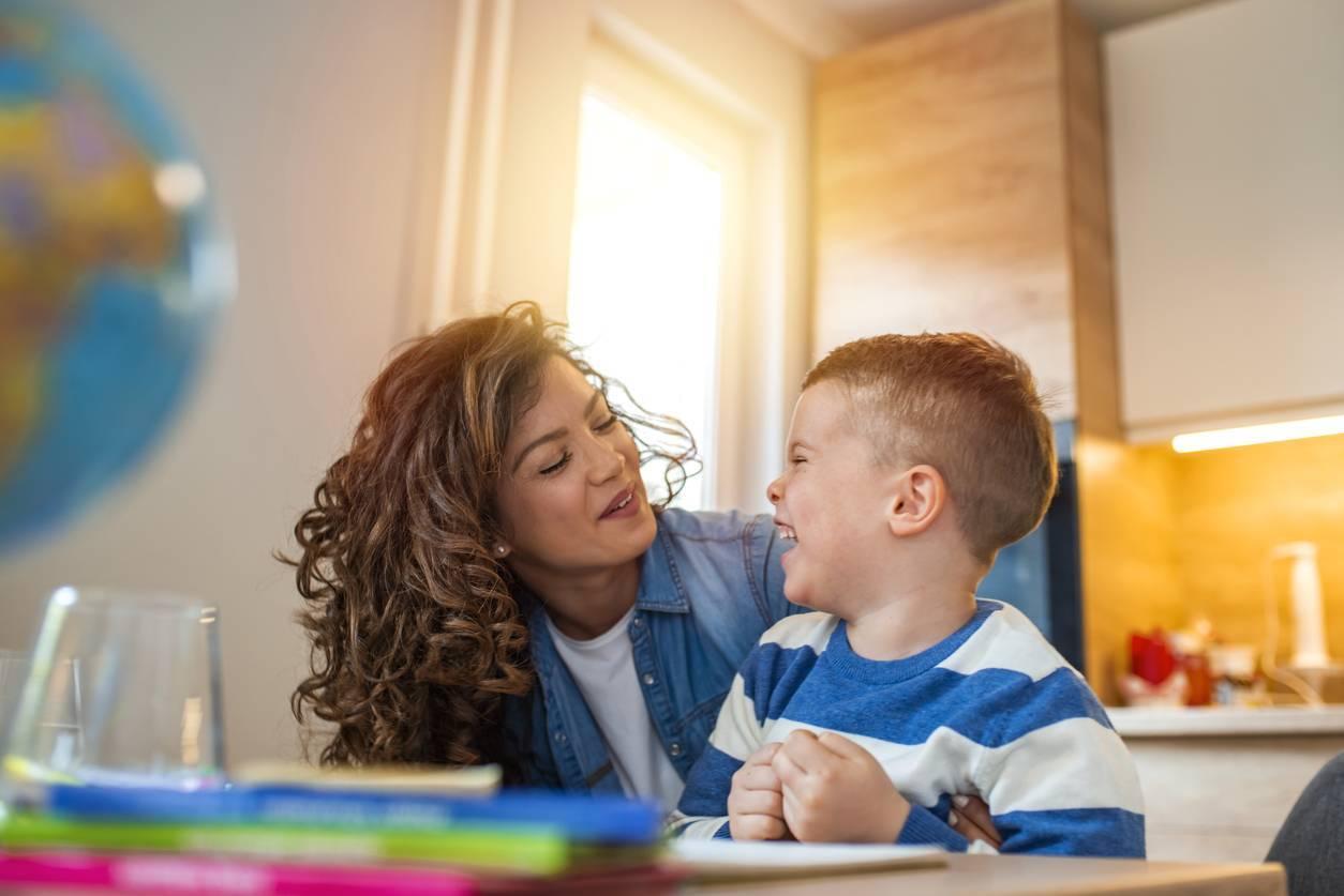 enfant bilingue maman